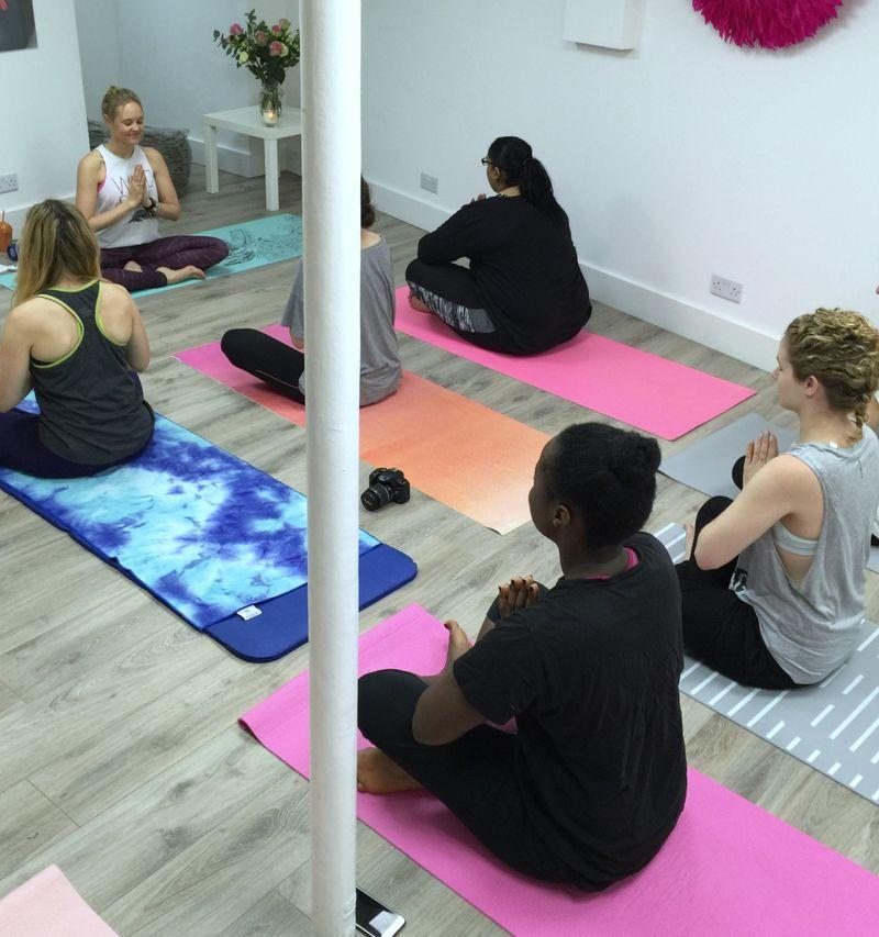Che Dyer Yoga