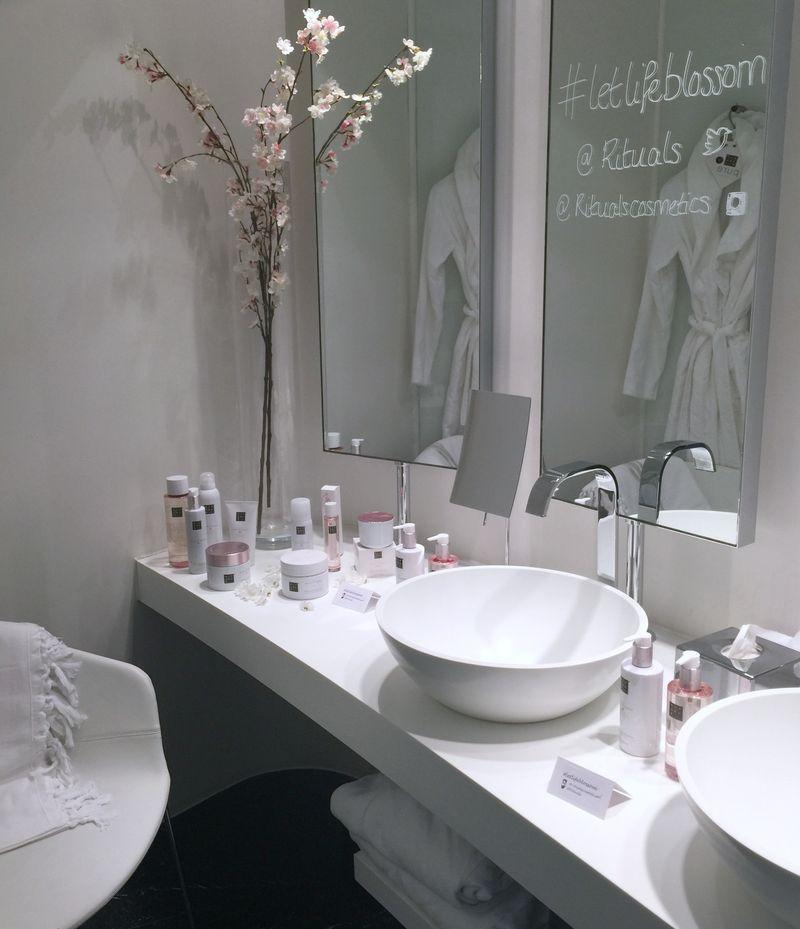 Rituals Beauty White Bathroom